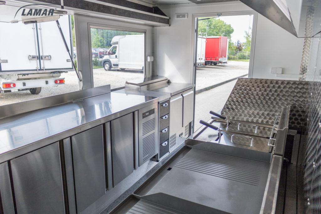 Wnętrze food trucka LAMAR