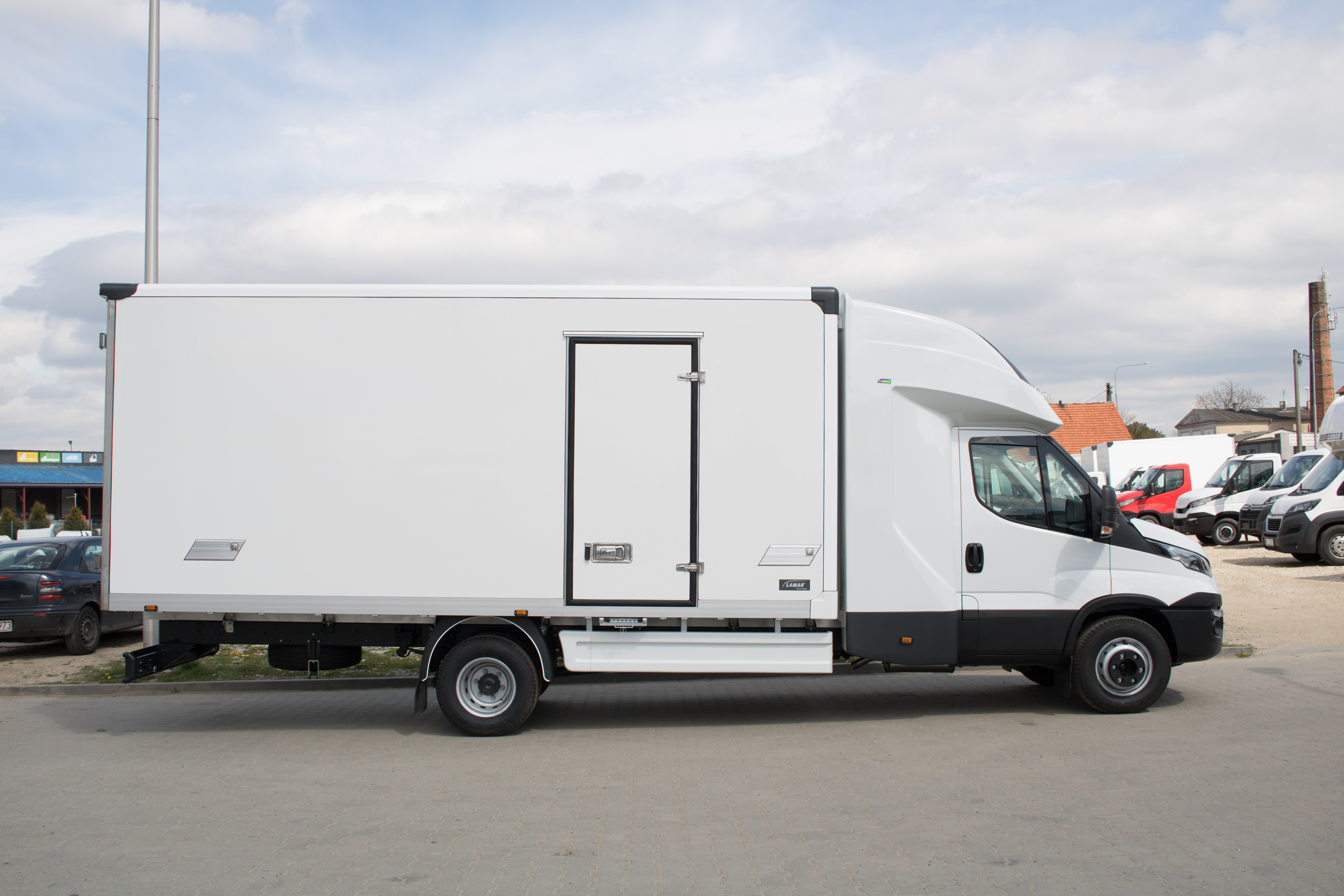 iveco daily kontener i kabina sypialna back sleeper lamar. Black Bedroom Furniture Sets. Home Design Ideas