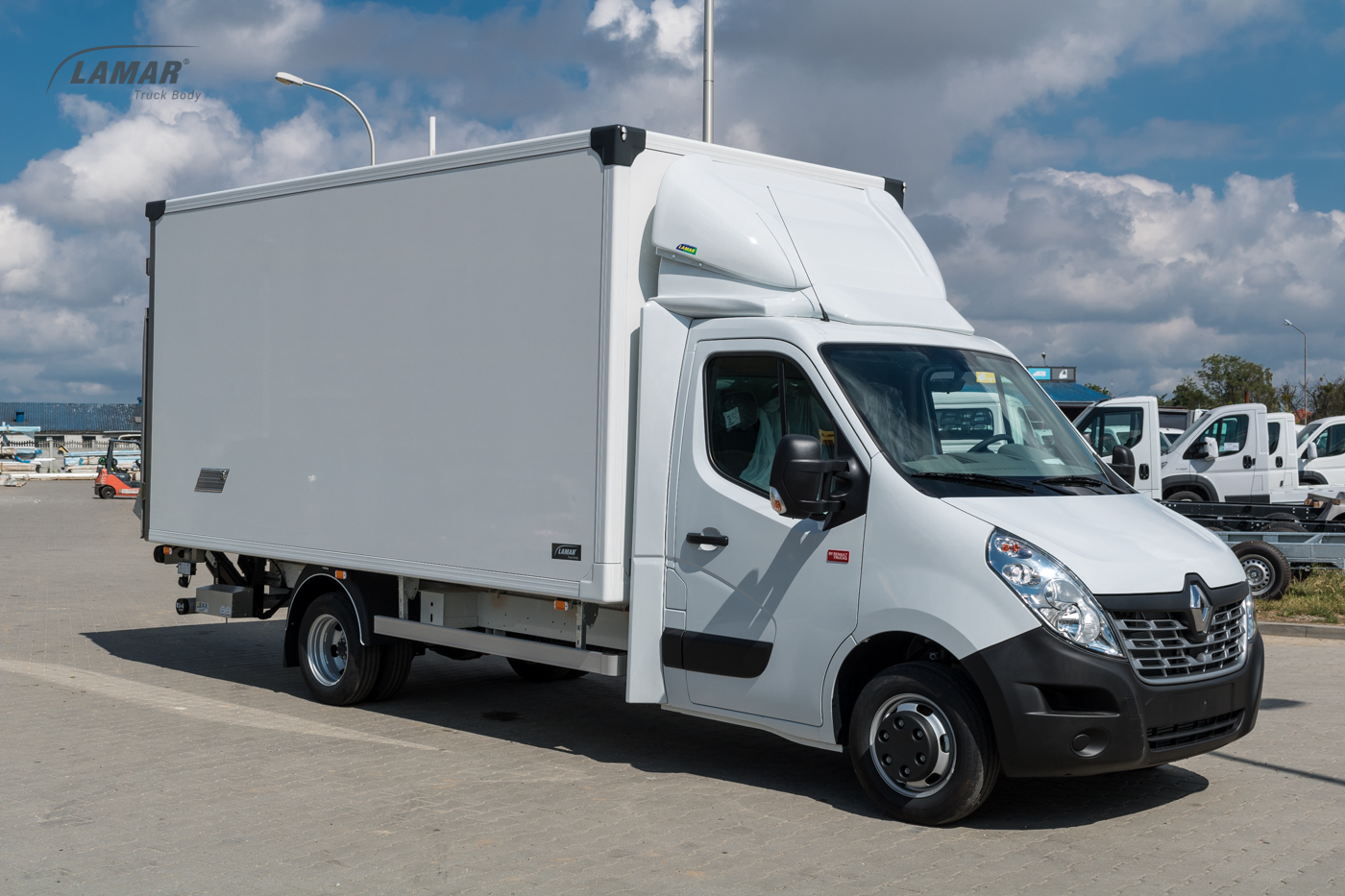 Renault Master Container With Cargolift Lamar